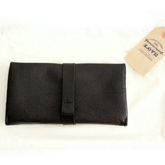 News! Ely leather wallet... very functional with 8 pockets for cards, a pocket for money, 3 additional pockets and a purse closed with zip. www.genuinemyself.com