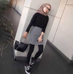 New style hijab casual simple ideas Street Hijab Fashion, Muslim Fashion, Ootd Fashion, Trendy Fashion, Fashion Outfits, Trendy Style, Hijab Fashion Summer, Womens Fashion, Travel Fashion