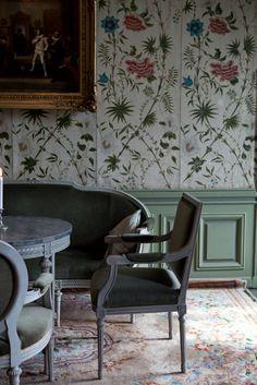 wallpaper - gold frame - gray - green Häringe Slott -  Landfjärden, Sweden. #interior #wallpaper