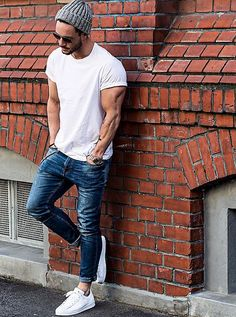 This guy looks cool as fu**. White crew necks and sneakers are next on our shopping list.