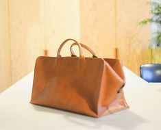 MAKE YOUR OWN 'IT' BAG: THE LEATHER WORKSHOP WE'RE DROOLING OVER Ready to wander into the wilderness? If it means coming home with a bag like this – absolutely. Check out these dreamy workshops at Wildcraft Studio…
