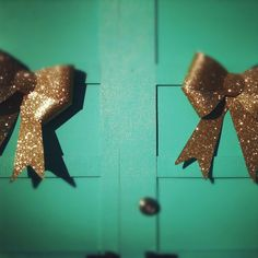 Apartment Therapy Christmas bows made me think of @Eric Goss.