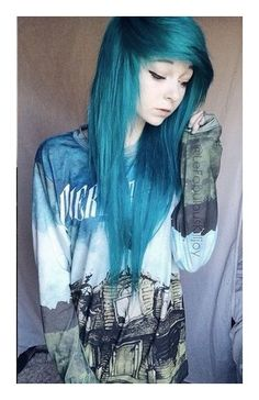 Love her hair! scene hair is awesome! once I grow my hair out more Im gonna get it cut like that. Nu Goth, Coupes Emo, Pelo Emo, Mode Emo, Pelo Multicolor, Emo Scene Hair, Alternative Hair, Coloured Hair, Scene Girls