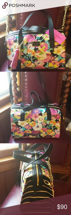 """Betsy Johnson NWT Floral """"Box be Mine"""" Satchel Betsy Johnson NWT Floral """"Box be Mine"""" Floral Satchel with Detachable Crossbody Strap,  Zip top closure and 1 Zippered pocket inside and 2 slip pockets inside Betsy Johnson  Bags Satchels"""