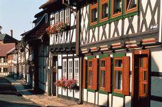 Los pueblos más bonitos de Alemania, en imágenes WERNIGERODE El casco antiguo de esta otra ciudad de cuento en las colinas del Harz se conserva inalterado, con sus casas con entramado de madera de esmerada conservación y el regio Ayuntamiento.