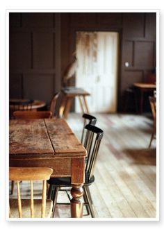 photograph by Alice Gao -★- the perfect dining table