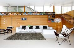 Another nice integration of wood in modern home