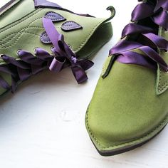 Inspired by the Pimpernels delicate leaves, this boot has stitch work and appliqué work (see below) on the outer quarters. On two colour boots the back of the boot, plus the decoration will be made in the second colour choice.