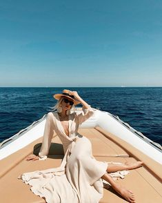 Realizing I'm at my best on a boat 💁🏼♀️ 60 Fashion, Types Of Fashion Styles, Spring Summer Fashion, Outfit Of The Day, Summer Outfits, Fashion Photography, Photoshoot, Poses, Street Style