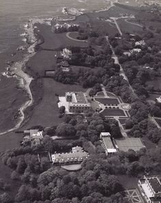 Check out these old Newport RI photos. These are old shots of one of my favorite Newport mansions, Rough Point. This was the home of tobacco heiress Doris Duke. Duke Farms Nj, Beverly Hills, Porfirio Rubirosa, Doris Duke, City By The Sea, Newport Rhode Island, Richest In The World, Victorian Photos, California