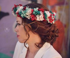 Sesión de @elsteusmomentsfotografia con nuestra corona de #florpreservada. Así da gusto! Con @asesora_de_imagen_reme_redondo @crisbellezaymaquillaje @suaylucia