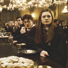 harry potter, hogwarts, and ginny weasley image Gina Harry Potter, Harry Et Ginny, Harry Potter Puns, Harry Potter Ships, Harry Potter Tumblr, Harry Potter Characters, Harry Potter World, Harry Potter Ginny Weasley, Harry Potter Cosplay