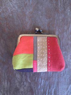 刺し子の小さながま口 Sashiko Embroidery, Japanese Embroidery, Japanese Fabric, Boro, Handbag Tutorial, Scrap Busters, Fabric Wallet, Frame Purse, Sewing Accessories