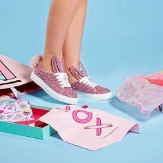 """Do you know @minnaparikkashoes? She does the funniest and colorful shoes you've never seen!! Visit #cuteandkidsblog and discover them! 《ES》¿Has oído alguna vez la marca #MinnaParikka? Tienen los zapatos más divertidos y """"animados"""" que hayas visto nunca. Ven a verlos al blog"""