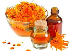 9 Amazing Benefits Of Calendula For Skin And Hair - Khushi Hamesha Frio Rico, Herbal Leaves, Essential Oils For Colds, Homemade Tea, Aromatherapy Recipes, Exotic Food, Tea Blends, Healing Herbs, Food Gifts