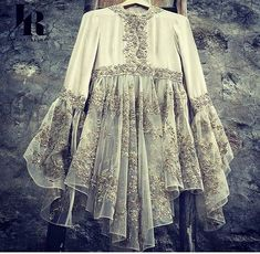 indian fashion Modern -- Press Visit link above for more options Pakistani Dress Design, Pakistani Outfits, Indian Outfits, Look Street Style, Designs For Dresses, Fashion Dresses, Hijab Fashion, Mode Hijab, Indian Designer Wear