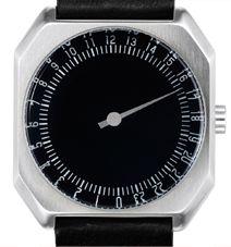 Die slow Uhr hat ein einzigartiges Einzeigerkonzept: bei einer slow Uhr geht es darum, sich auf das, was wirklich wichtig ist, zu konzentrieren. Deswegen nutzen wir nur einen Zeiger, der alle 24 Stunden des Tages auf einen Blick anzeigt und lassen die Überflüssigen einfach weg.