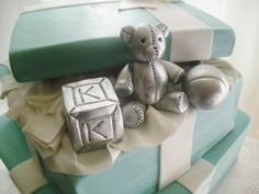 tiffany baby shower | ... daily: Two Tier Tiffany & Co. Themed Baby Shower Cake and Cupcakes