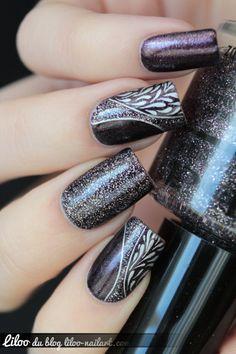 Black nails. Nail art. Nail design. Polish.