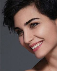 Beautiful Smile, Beautiful Women, Short Hair Cuts, Short Hair Styles, Turkish Beauty, Female Portrait, Woman Face, Hair Beauty, Actresses
