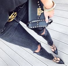 valentino garavani rockstud heels luxus schwarz Valentino muss haben – Valenti … - just luxux Valentino Rockstud Heels, Valentino Garavani, Valentino Studded Heels, Heels Outfits, Cute Outfits, Jean Destroy, Outfit Des Tages, Fall Outfits 2018, Luxury Fashion