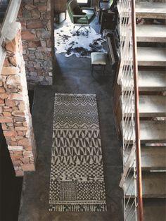 http://www.benuta.de/teppiche/teppich_himali_marrakesh_i5_8747_0.htm  Eine weitere absolut gelungene Kollektion von Designer Teppichen von Brink & Campman. Der Teppich vereint zurückhaltende, beruhigend wirkende Farben in Naturtönen und wirkt dadurch sanft und erdend. Traditionelles und klassisches Design gestalten den weichen Flor, von Streifen, Karos bis orientalisch und fernöstlichen Ornamenten und ergeben einen edlen und feinsinnigen Designer Teppich für gehobenes Ambiente.