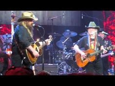 Willie Nelson and Chris Stapleton - My Heroes Have Always Been Cowboys - Waylon Jennings - YouTube