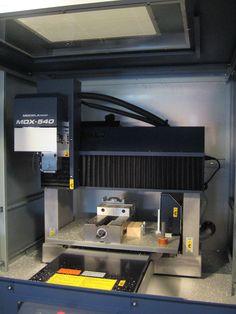 Ensi tutustuminen Roland MDX-540 CNC-jyrsinkone uutuuteen Roland:lla Kööpenhaminassa marraskuussa 2006.