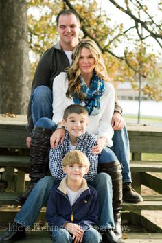 Fall Family photography session and family photo ideas Cute Family Photos, Outdoor Family Photos, Fall Family Pictures, Family Picture Poses, Family Picture Outfits, Family Photo Sessions, Family Photo Shoot Ideas, Outdoor Family Portraits, Fall Family Portraits