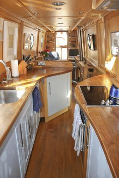 The Boathouse: a new definition to lakefront living! Narrowboat Kitchen, Narrowboat Interiors, Canal Boat Interior, Sailboat Interior, Motorhome, Canal Barge, Houseboat Living, Houseboat Ideas, Sailboat Living