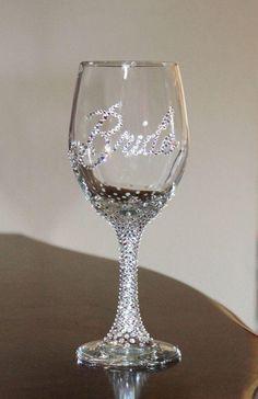 Rustic Bridal Shower Gifts For Bride Wine Glass 64 Trendy Ideas Glitter Glasses, Glitter Wine, Glitter Bottles, Diy Glasses, Flute Glasses, Wine Bottles, Wedding Crafts, Diy Wedding, Dream Wedding
