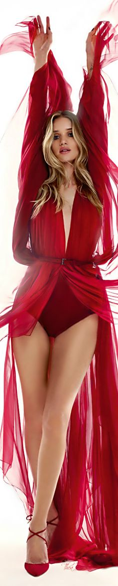 Luxe Be a Lady Rosie Huntington-Whiteley ● Harper's Bazaar UK September 2014 Devon England, Rosie Huntington Whiteley, Plymouth, Gq, Victoria's Secret, Vogue, Red Fashion, Luxury Fashion, Shades Of Red