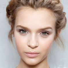 Pretty makeup ideas for brides with green eyes