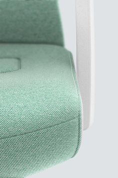 PURE INTERIOR Edition 12 #Türkis Mehr Design für dein #HomeOffice. Mit einer vielfältigen und hochwertigen Stoffauswahl und ihrem ergonomischen Design vereint die PURE INTERIOR Edition bequemes und ergonomisches Sitzen. Das Design und die Farbgebung des PURE machen ihn zu einem optischen Leichtgewicht. Farblich abgestimmt bringt er sich in das Home Office ein und kann sich gleichzeitig zurücknehmen. #schreibtischstuhl #arbeitszimmer #design #Stoff #interstuhl Home Office, Pure Products, Interior, Design, Colors, Office Home, Design Interiors, Home Offices, Interiors