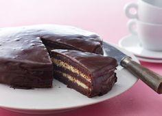 Brug kagen som dessert, til kaffen, eller servér den som fødselsdagskagen. Den smager fantastisk og kan nemt holde sig i 8 dage i køleskabet – hvis den får lov
