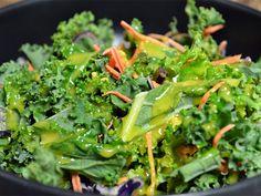 Η Ωραιότερη Σως Μελιού για τις Σαλάτες σας! | womanoclock.gr Comme Un Chef, Le Chef, Healthy Salads, Healthy Eating, Healthy Recipes, Salad Recipes, Dessert Recipes, Confort Food, Healthy Plate