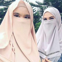 Niqab is beauty Hijab Niqab, Hijab Chic, Muslim Girls, Muslim Women, Face Veil, Beautiful Hijab, Hijab Fashion, Women's Fashion, Real Beauty