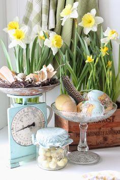 by the lovely Vibeke Design Hoppy Easter, Easter Eggs, Windowsill Decoration, Easter Garden, Vibeke Design, Spring Images, Easter Tree, Easter Flowers, Easter Crafts