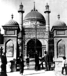 A view of the Mashriqu'l-Adhkár of Ishqabad featuring the front gate.