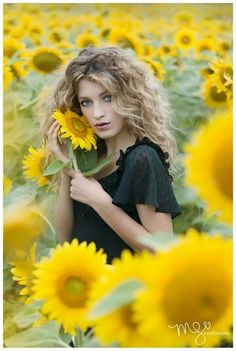 Sunflowers  Megan spence photography Athénaïs model