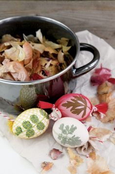 Naturalnie barwione, ziołowe pisanki | Werandacountry.pl Garden Projects, Easter Eggs, Fun Crafts, Crafty, Chicken, Vegetables, Cooking, Upcycling Projects, Poland