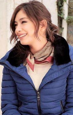 Neslihan Atagül Turkish Fashion, Turkish Beauty, Prettiest Actresses, Beautiful Actresses, Star Fashion, Fashion Outfits, Madeleine Fashion, Cute Girl Pic, Thing 1