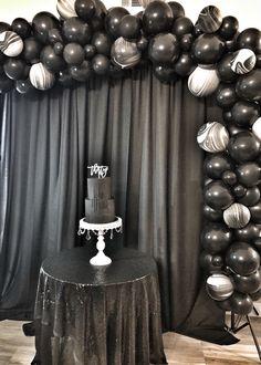 Death of Twenties - Thirty - Areli Event Design - - Death of Twenties – Thirty – Areli Event Design Areli Event Design – Death of Twenties Alle schwarze Party – Ballonbogen & Hintergrund 30th Birthday Party Themes, 30th Birthday Ideas For Women, 30th Party, Festa All Black, All Black Party, Funeral Party, Black Party Decorations, Birthday Decorations, Thirty Birthday