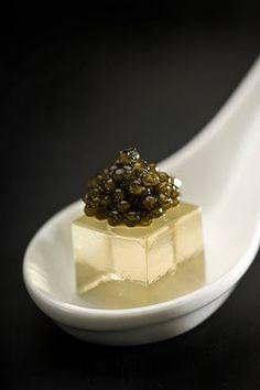Gelee de champagne et caviar.