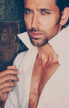 The Bollywood actor Hrithik Roshan is the Greek God of the hindi cinema. Here are 12 Photos of him to prove that. Greek Men, Greek Gods, Celebrity Babies, Celebrity Photos, Celebrity Portraits, Hrithik Roshan Family, Hrithik Roshan Bang Bang, Hrithik Roshan Hairstyle, Mumbai