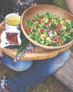 One of the cowgirls I met said she struggled for ideas at mealtimes because the men weren't overly keen on eating veg. However, she did say one of the things they would eat was broccoli salad. Every d (Paleo Soup Jamie Oliver) Broccoli Salad Bacon, Bacon Salad, Brocolli Salad, Broccoli Pasta, Healthy Recipes, Salad Recipes, Cooking Recipes, Vegetable Salad, Vegetable Recipes