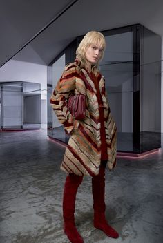 https://www.vogue.com/fashion-shows/fall-2018-ready-to-wear/longchamp/slideshow/collection#17