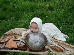 Umm, babeh, I no think Daddy's helm is for chewing on... :P