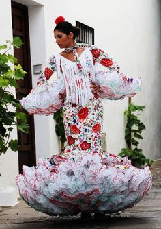 ANDREW POCRID · Moda Flamenca por Elena Rivera vía Mamá de Mayor Quiero Ser Flamenca. Flamenco Dancers, Frou Frou, Yes To The Dress, Fashion History, Traditional Dresses, Dream Dress, Fashion Show, Fashion Dresses, Havana Cuba