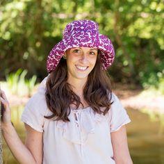 Pălăria clasică perfectă: cu boruri late și răcoroase. O pălărie perfectă de plajă pentru  bebeluși,copii și femei. Borurile rotunde se pot plia în funcție de preferințe.  Pălărie din materiale exclusiv organice.  - 100 % bumbac organic din culturi controlate biologic kbA. Bumbacul este lipsit de aditivi chimici.     Mărimi pălărie de la 50(copii) până la 56( femei).   Produsele Pickapooh sunt fabricate în Germania. Marie, Hats, Model, Fashion, Tricot, Moda, Hat, Fashion Styles